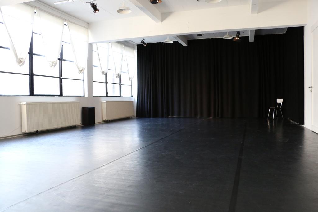 Salle Laura Benson - vue public côté cours